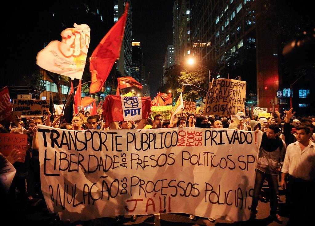 2013 protests in Rio de Janeiro, Brazil against the hike in public transit fares and government corruption. June 16, 2013. (Agencio Brazil/Wikimedia Commons)