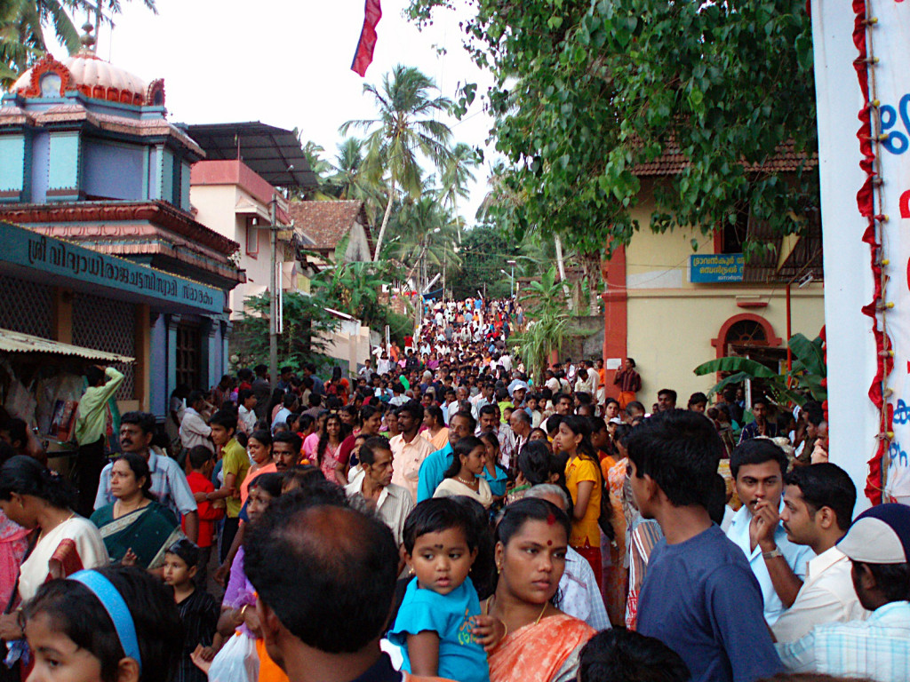 A crowded street in Varkala, India. 2008. (Henrik Jagels/Creative Commons)