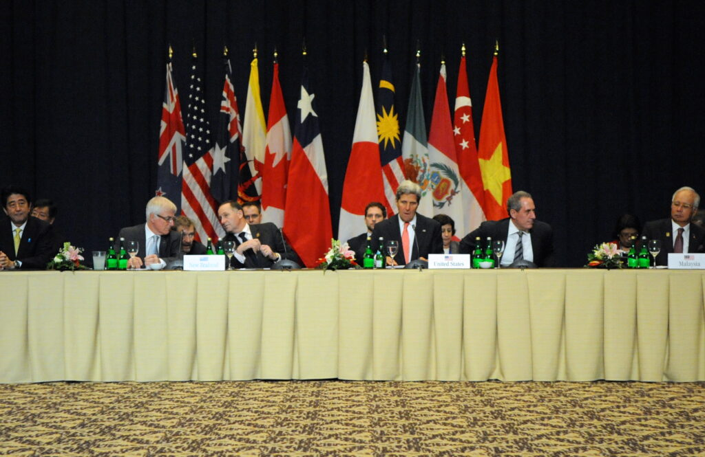 Secretary_Kerry,_U.S._Trade_Representative_Froman_Prepare_for_the_Trans-Pacific_Partnership_Discussion_(10151813153)
