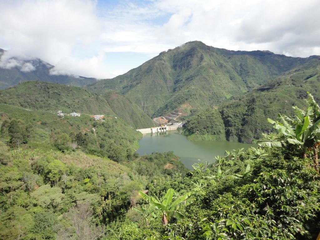Embalse_Planta_Hidroeléctrica_Pirrís