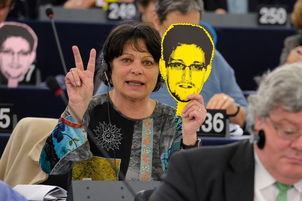 European Parliament member in support of Edward Snowden during a March 2014 vote on a resolution about mass surveillance programs across the EU and US. March 12, 2014. (greensefa/Flickr Creative Commons).