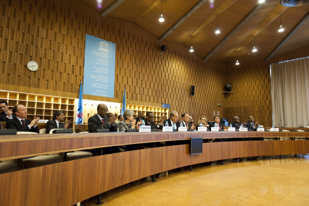Broadband Commission at UNESCO headquarters meeting in Paris on February 27, 2015. (ITU Pictures/Wikimedia Commons).