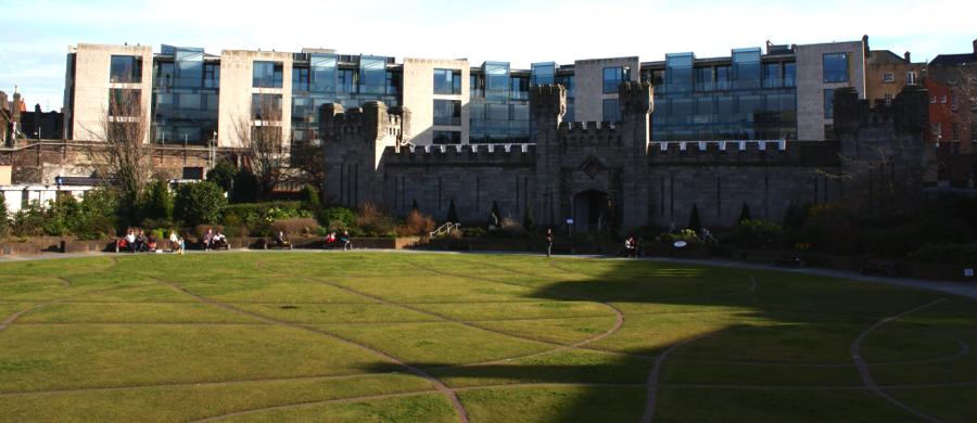 Dubhlinn Garden behind Dublin Castle. April 2016. (Photo courtesy of the author.)