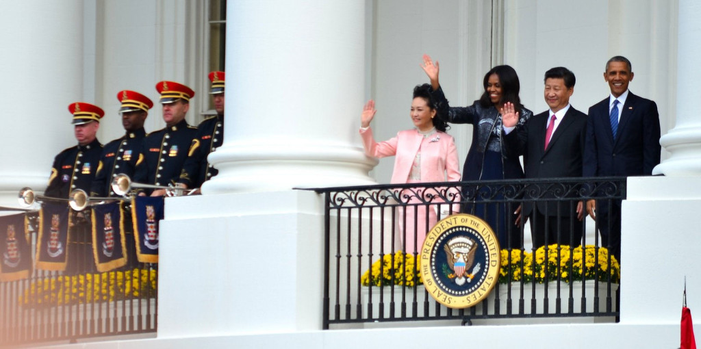US President Barack Obama and Chinese President Xi Jinping wave from the balcony of the White House during a September 2015 state visit. At the visit, the two discussed issues of intellectual property rights and cybercrimes (IIP Photo Archive, Flickr).