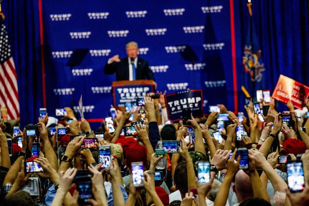 Donald_Trump_Rally_10-21-16_(29849628404)