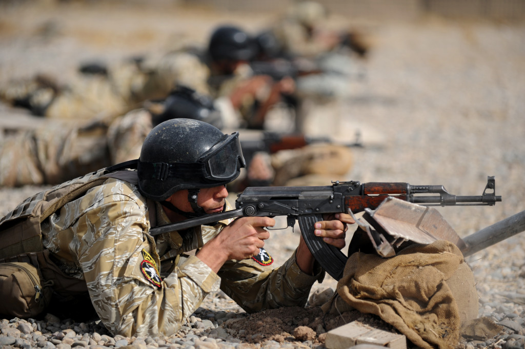 Members of the Iraqi 6th Emergency Response Battalion conduct weapons training under the supervision of U.S. Special Operations (Dvidshub 2010/ Flickr Creative Commons)