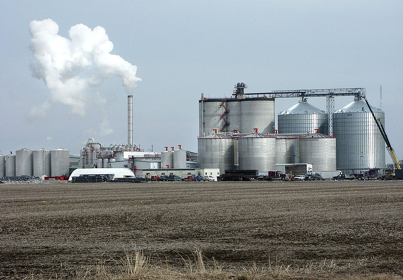 A typical ethanol plant in West Burlington, Iowa (Big River Resources, LLC). May 22, 2007 (Steven Vaughn/Wikimedia Commons)