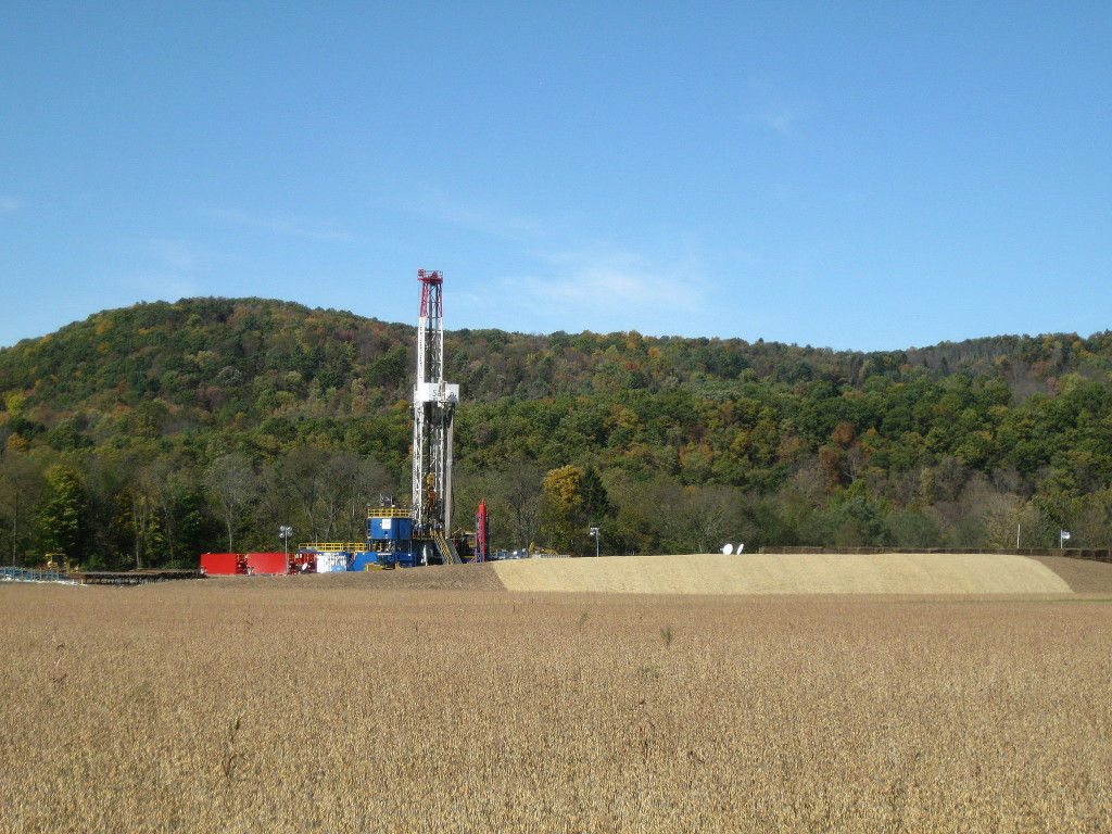Tower for drilling horizontally into the Marcellus Shale Formation for natural gas. October 13, 2012 (Ruhrfisch/Wikimedia Commons)