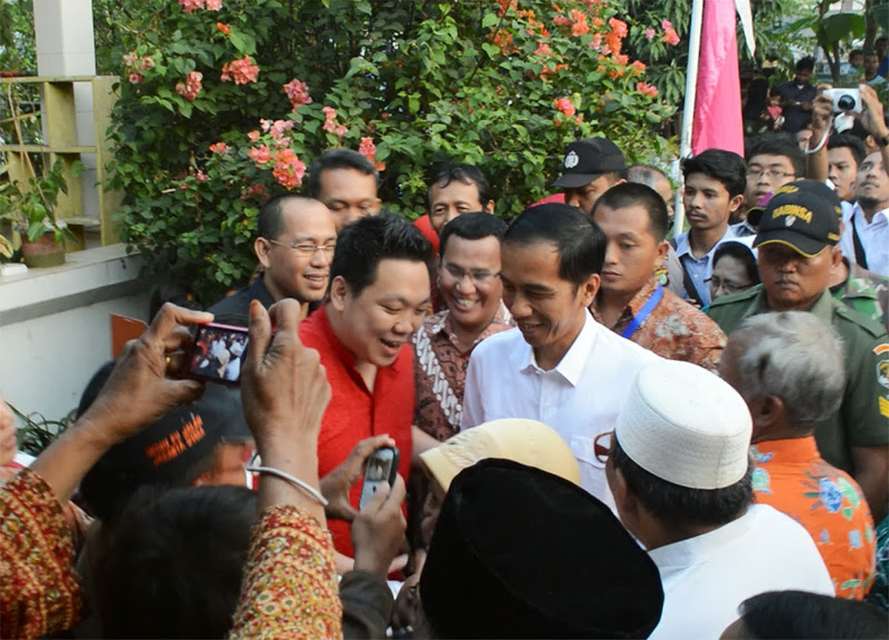 Jokowi's closeness with the people offers both a fresh angle and new challenges for Indonesian politics. How Jokowi actually works to reduce corruption and work with Jakarta's elites will likely come to define his administration. September 12, 2014. (Charleshonoris/Wikimedia Commons)