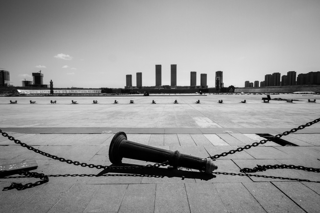 Ordos, a city in North China, is one of the biggest ghost towns in China. April 5, 2013. (Uday Phalgun/Wikimedia Commons)