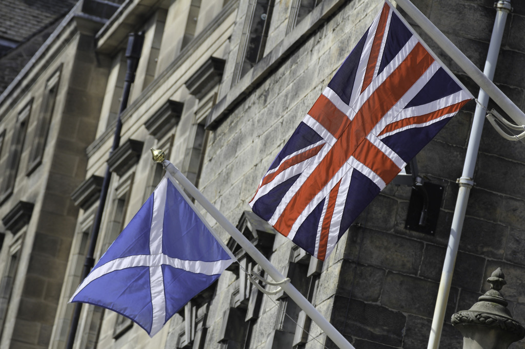 Flags of Scotland and the UK, August 2014. (Lawrence OP/Flickr Creative Commons)