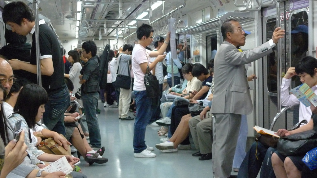 Commuters in Seoul, South Korea can access Wi-Fi and 3G data on their mobile devices on the metro. September 12, 2009. (David Randomwire/Flickr Creative Commons)