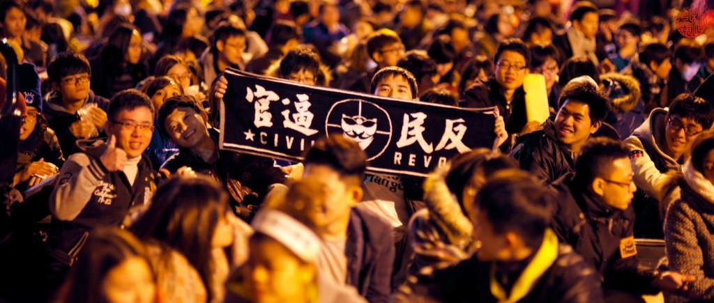 """""""Students gather outside Taiwanese legislature on March 21, 2014, protesting the trade agreement between Taiwan and China"""" (Yohmi, Flick Commons)"""