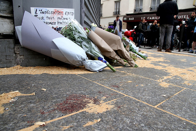 Flowers laid down at Le Petit Cambodge/Carillon to pay tribute to those killed in Friday's attacks. November 14, 2015. (Maya-Anaïs Yataghène/Wikimedia Commons)