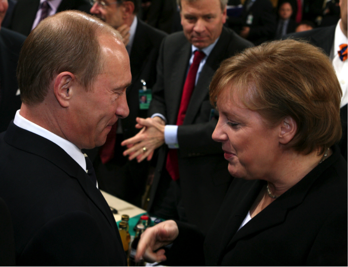 Putin and German Chancellor Angela Merkel at the Munich Conference on Security Policy in 2007. February 10, 2007. (Sebastian Zwez/Wikimedia Commons).