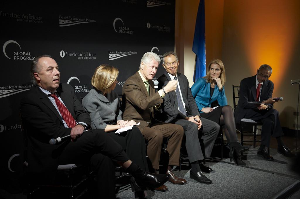 Tony Blair and Bill Clinton discuss the future of progressive politics after the global financial crisis. (Flickr/Center for American Politics), 2010